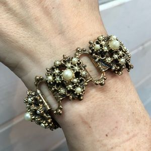 Jewelry - 1940s  Book Chain Chunky Faux Pearls Bracelet